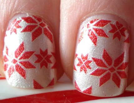 Macro Sally Hansen Nail Strips Snow Bunny Review Swatch Holiday Christmas Manicure